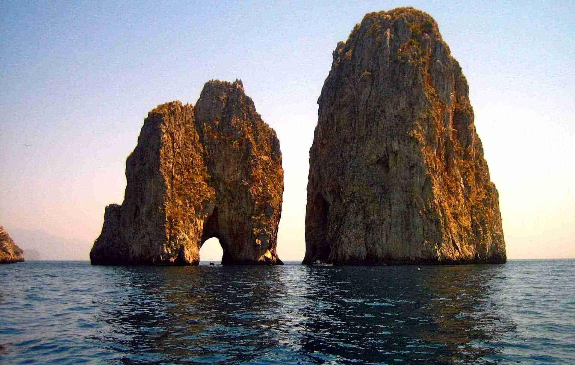 Crociera in Costiera amalfitana   Faraglioni di Capri - Vela Dream