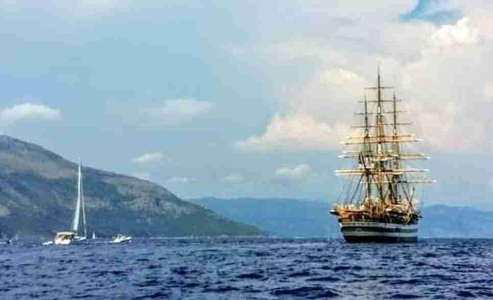 """La Nave Scuola della Marina Militare """"Amerigo Vespucci"""" nelle acque del Cilento 1"""