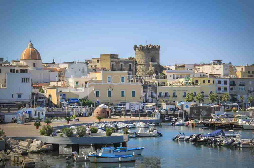 Crociera in Costiera amalfitana e isole del Golfo di Napoli 12